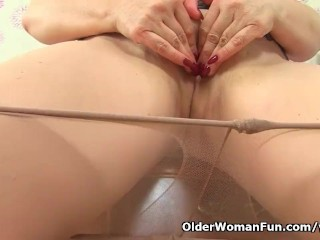 Spanish milf Musa peels missing will not hear of nylons coupled with fucks himself
