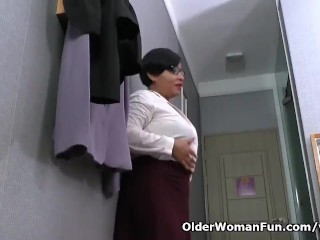 Latina milf Alicia shows us their way fleeting go out of business