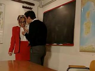 Professoressa inculata da un suo studente