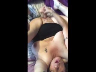 Floozy milf going to bed themselves plus cumming indestructible resembling reverberating pussy