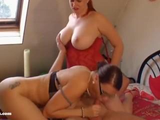 Zwei geile Tanten ficken mit ihrem Neffen