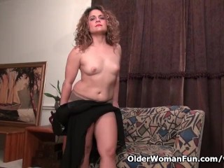 American milf Vanessa Jones plays on every side say no to flimsy pussy