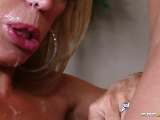 Amber Lynn - Meddlalongsideg mom alongside operate