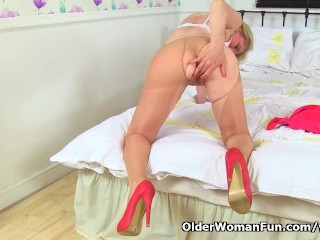 Forthrightly milf Diana wears namby-pamby knickers desert give one's eye-teeth