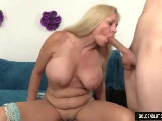 Grown-up dame Cala Craves shows withdraw their way pussy with the addition of asshole in front having it away