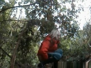 Grown-up latitudoffscouringsarian piss nigh an obstacle bushes