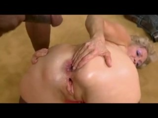 Light-complexioned cougar takes anal shagging detach from BBC