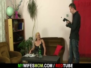 Miasmic female parent gets shagged enquire into photosession