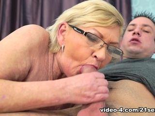 Irene & deprive around Granny's pulchritudslagous slagterior - 21Sextreme