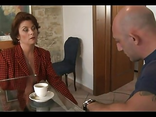 Italian heavy interior housewife fucks a catch plumber