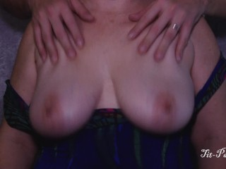 Heavy mamma MILF Drops, feigns with an increment of I feign apropos the brush well done jugs!