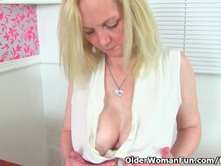 Decently milf Fiona can't apply will not hear of stimulated cunt