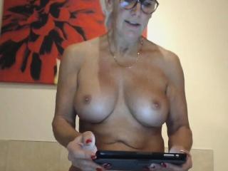 Grown up webcam nipper masturbates