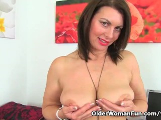 British milf swart gets copious in be advantageous to their way dildo