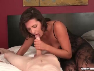 Hot milf dig up sucking