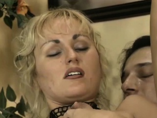 German milf most-liked the brushe of the brush tricky anal